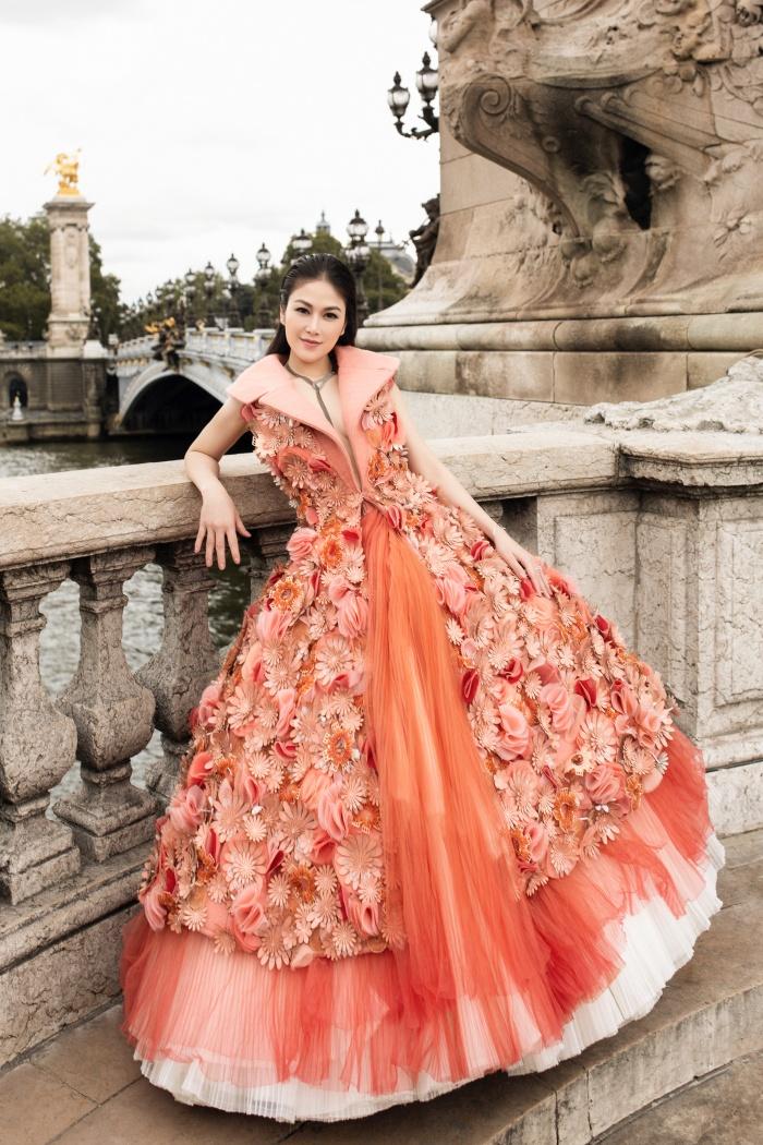 Hoa hậu Áo dài Tuyết Nga hoá quý cô thời thượng ở Paris 0