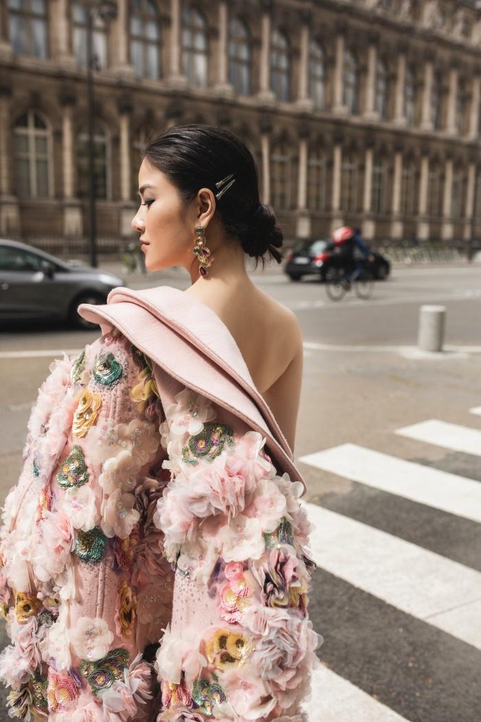 Hoa hậu Áo dài Tuyết Nga hoá quý cô thời thượng ở Paris 5
