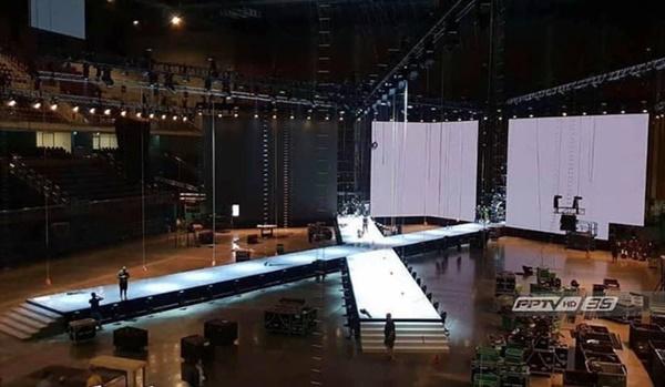 Sân khấu được thiết kế hình chữ X vô cùng đẹp mắt, đây cũng là sân khấu mà Hoa hậuH'Hen Niê sải bước gâyấn tượng mạnh với khán giả quốc tế.