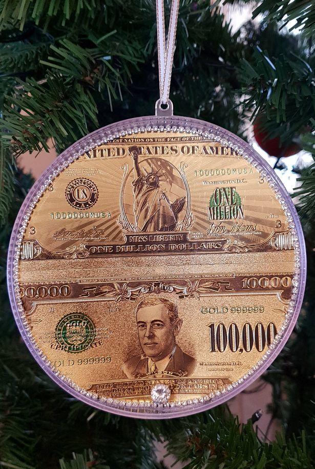 Cận cảnh cây thông Noel đắt nhất thế giới trị giá hơn 365 tỷ đồng 5