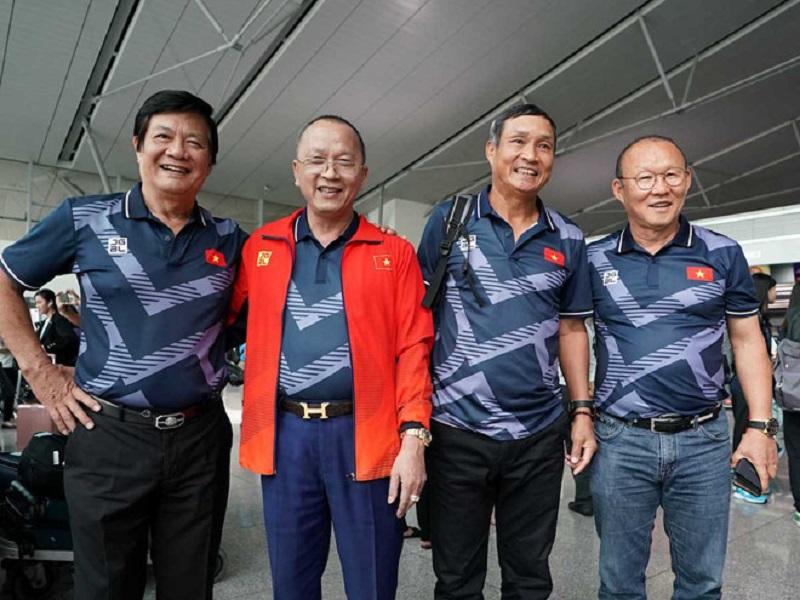 Ông Park Hang Seo đến sân cổ vũ tuyển nữ Việt Nam đá chung kết.