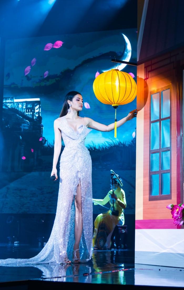 Sau khi thừa nhận phẫu thuật thẩm mỹ, Phương Trinh Jolie tình tứ hát Bolerocùng Quang Lê 0