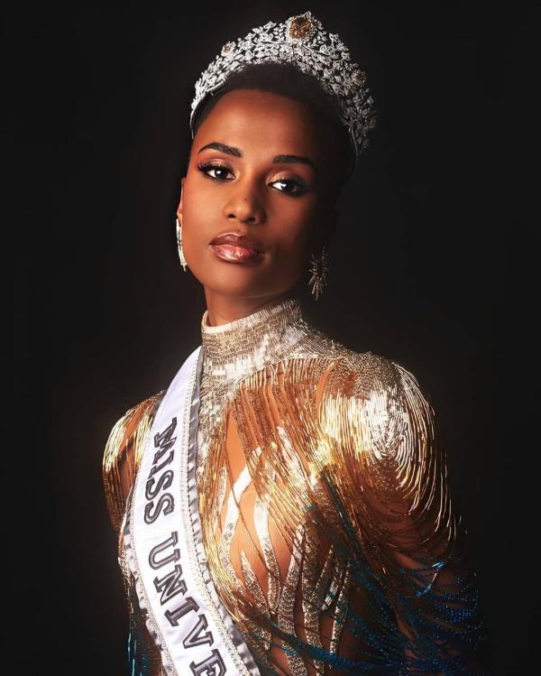 Những tiêu chí trên có thể thấy rõ sau khi Zozibini Tunzi đăng quang. Trong Top 3, cô không phải người đẹp nhất hay quyến rũ nhất, nhưng trình độ 'nuốt mic' của Zozibini Tunzi đã giúp cô chiếm được chiếc vương miện một cách thuyết phục.