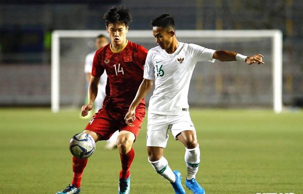 Hoàng Đức lập siêu phẩm ấn định chiến thắng 2-1 trong trận đấu vòng bảng giữa U22 Việt Nam – U22 Indonesia