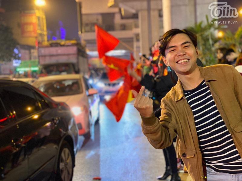 Diễn viên hài Minh Dự bất ngờ xuất hiện ở Hà Nội đi bão mừng U22 Việt Nam chiến thắng 0