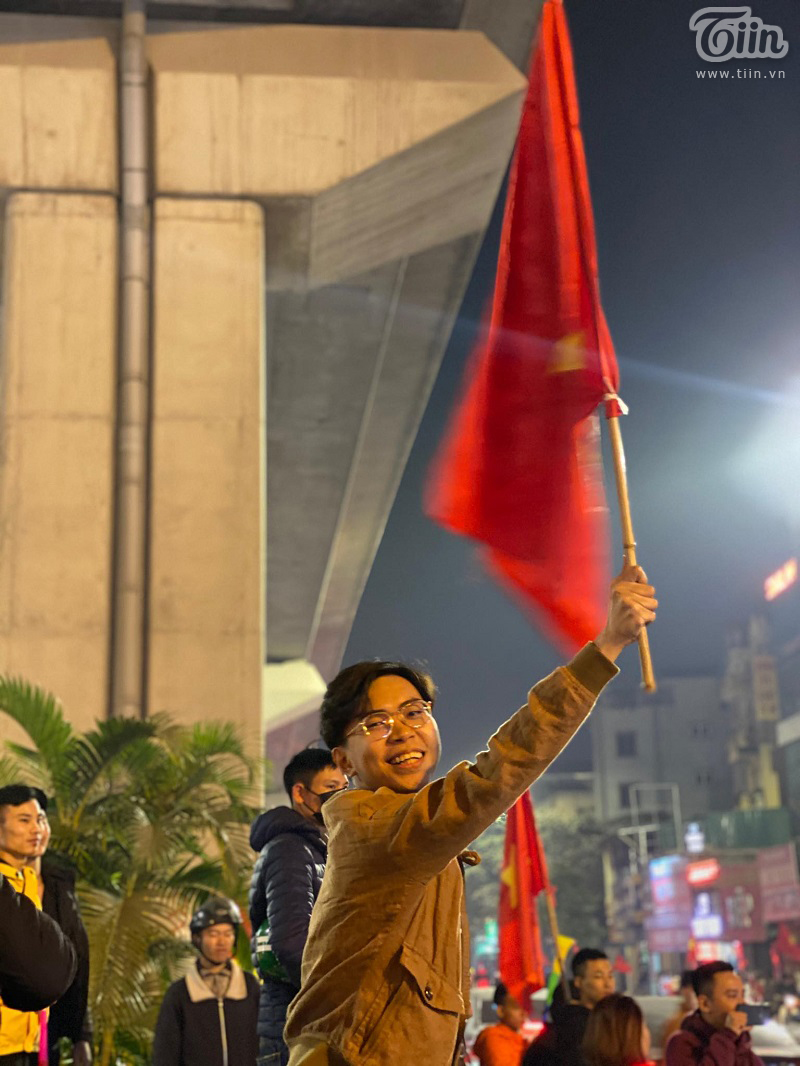 Diễn viên hài Minh Dự bất ngờ xuất hiện ở Hà Nội đi bão mừng U22 Việt Nam chiến thắng 1