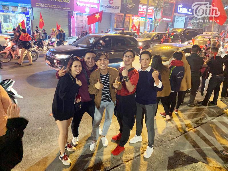 Diễn viên hài Minh Dự bất ngờ xuất hiện ở Hà Nội đi bão mừng U22 Việt Nam chiến thắng 4