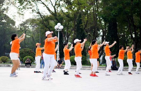 Nhóm nhạc SGO48 mang 1200 người vào MV Thất tình tích cực 3