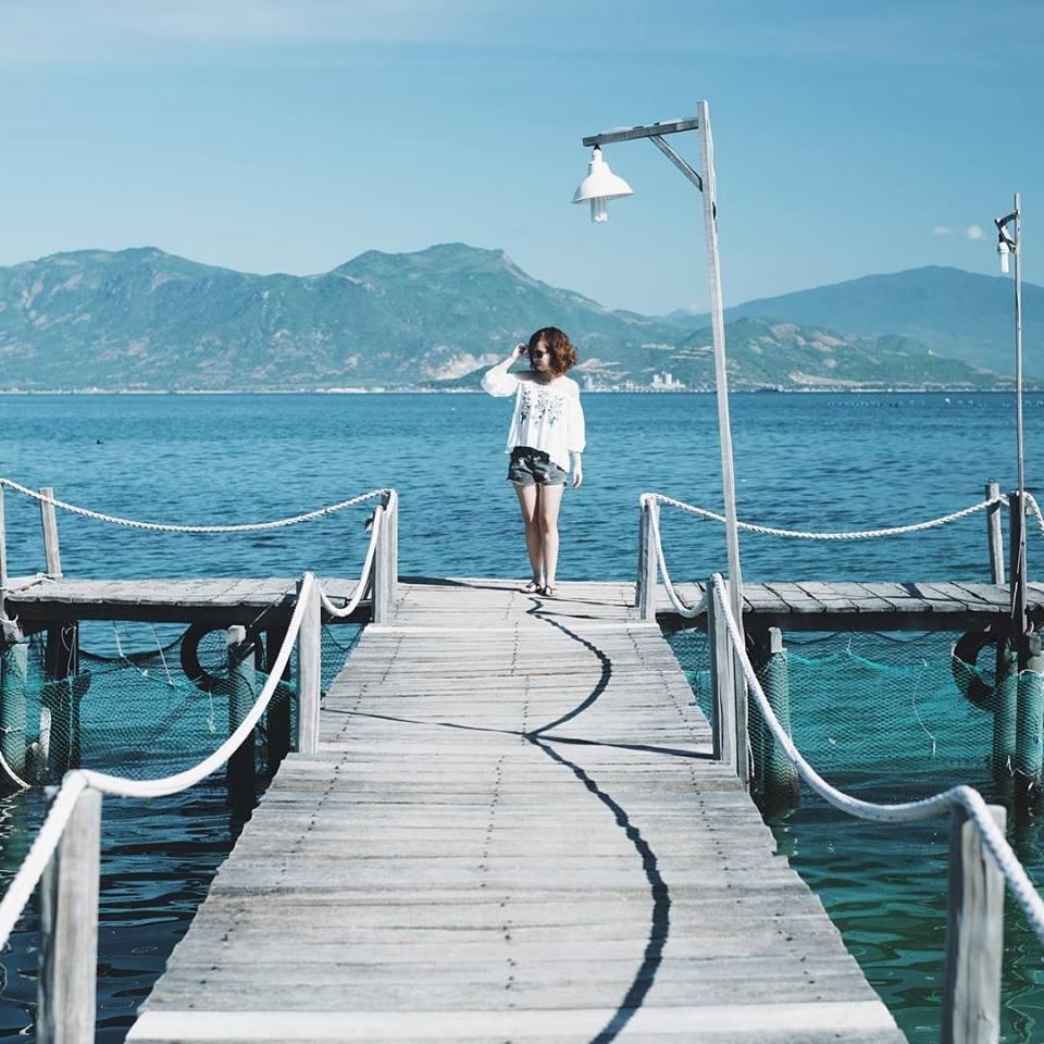 Biển xanh, cát trắng, nắng vàng tạo nên vẻ đẹp đặc trưng của Thành phố biển Nha Trang