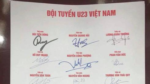 Mẫu chữ ký của Quang Hải có độ tương đồng lớn.