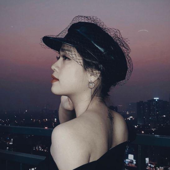Quang Hải tặng áo có chữ ký cho bạn gái, nhắn nhủ 'anh thương vợ', nhan sắc của hot girl được tiết lộ 2