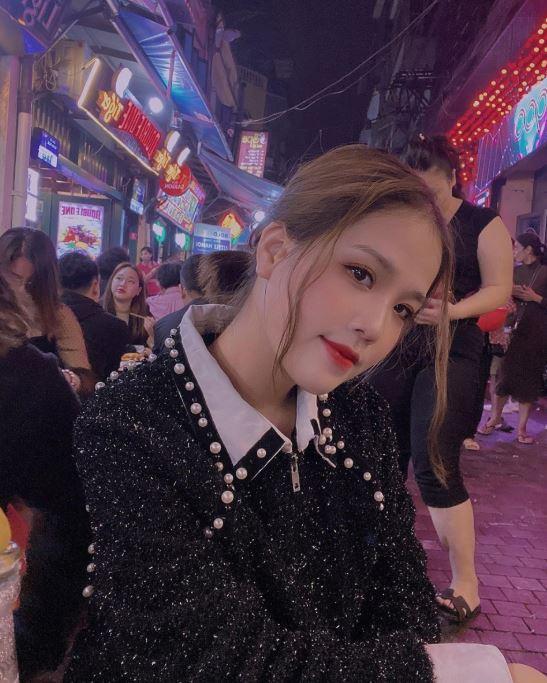 Quang Hải tặng áo có chữ ký cho bạn gái, nhắn nhủ 'anh thương vợ', nhan sắc của hot girl được tiết lộ 6