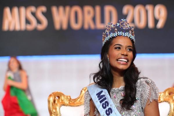 Cô gái đăng quang Tân Hoa hậu Thế giới 2019 là Toni-Ann Singh - người đẹp đến từ Jamaica.
