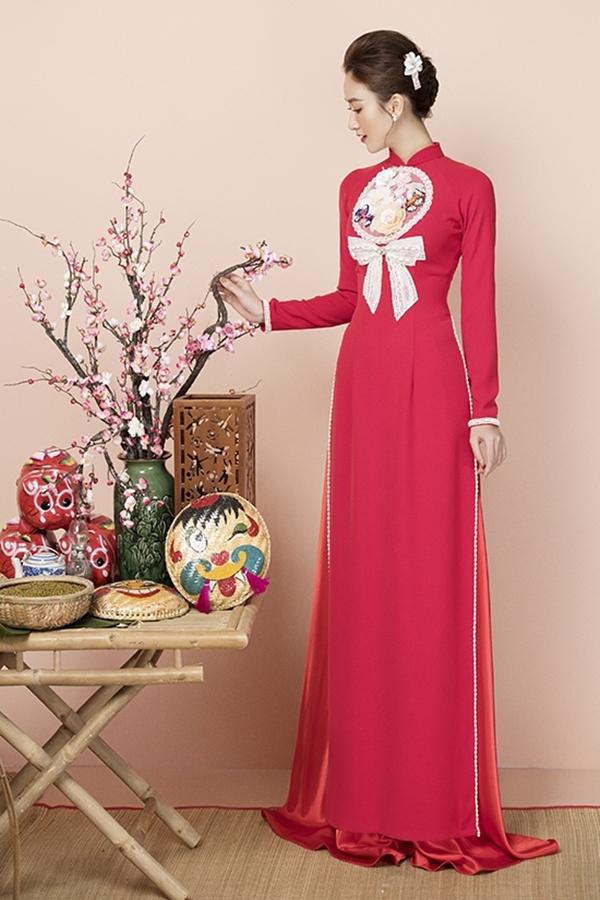 Vô vàn kiểu dáng áo dài, từ truyền thống đến cách tân hiện đại, đơn giản hay cầu kỳ, tạo nên nhiều sự lựa chọn cho phái đẹp trong ngày Tết.