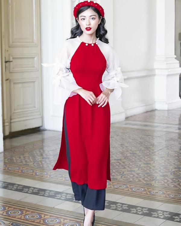 Bên cạnh những tà áo dài truyền thống đằm thắm thì những thiết kế cách tân mang hơi thở hiện đại cũng dành được sự đón nhận nhiệt tình của các quý cô.