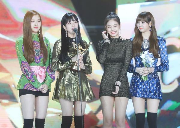 2019 - Năm bi kịch của làng nhạc Hàn: Thao túng BXH đến BTS cũng phải lên tiếng, 'tượng đài' show sống còn sụp đổ 2