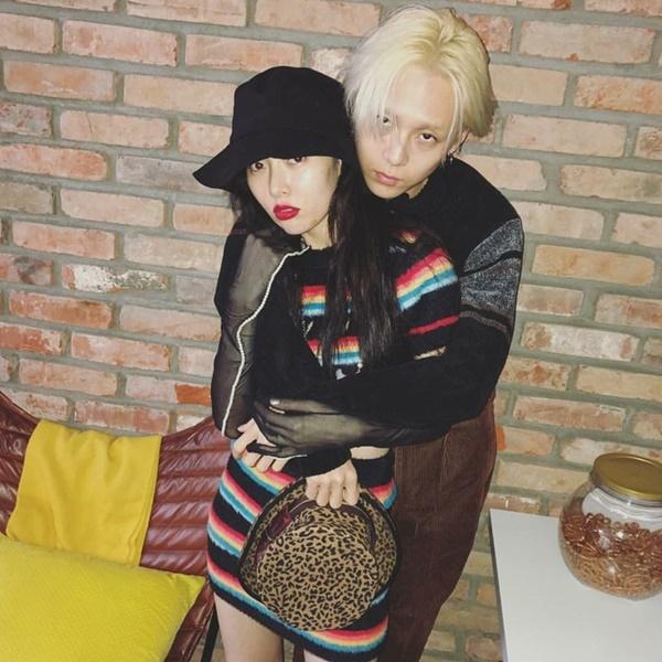 IU, Nayeon (Twice) và HyunA cũng nhiệt tình 'lăng xê' cho mốt mũ tai bèo trong năm vừa qua.