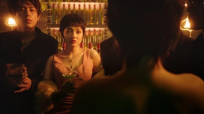 Tung teaser Lười yêu, Bảo Anh gây sốc với nụ hôn 'chị chị em em' nóng bỏng mắt 2