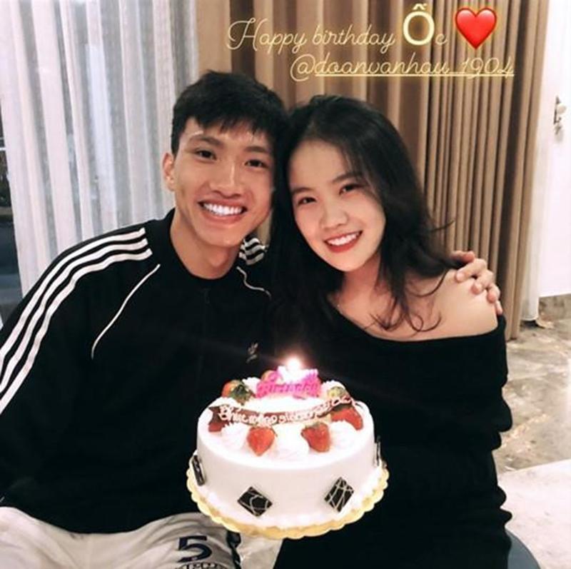 Bạn gái của Văn Hậu là Nguyễn Hoàng Anh, cùng sinh năm 1999 như tuyển thủ, hiện là sinh viên ĐH Lao động và Xã hội