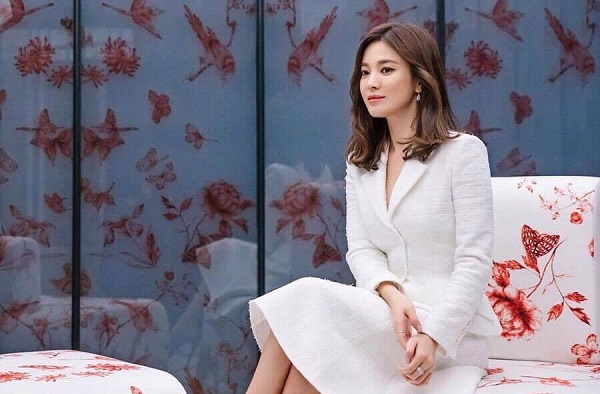 Song Hye Kyo 'phủ sóng' dày đặc các hoạt động quảng cáo.