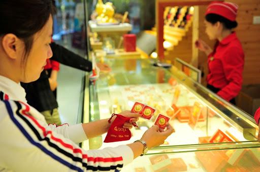 Những người mua vàng ngày Vía Thần tài từ đầu năm, bán vào thời điểm này sẽ có lãi gần 12 triệu đồng mỗi lượng. Ảnh: TL.
