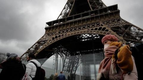 Người dân Pháp đeo khẩu trang nơi công cộng - Ảnh minh họa