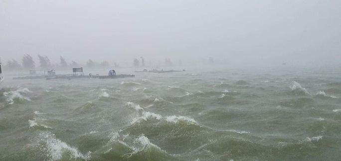 Biển động dữ dội tại khu vực vịnh Đà Nẵng