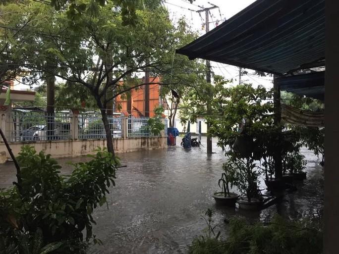 Đường Trần Xuân Lê quận Thanh Khê bị ngập