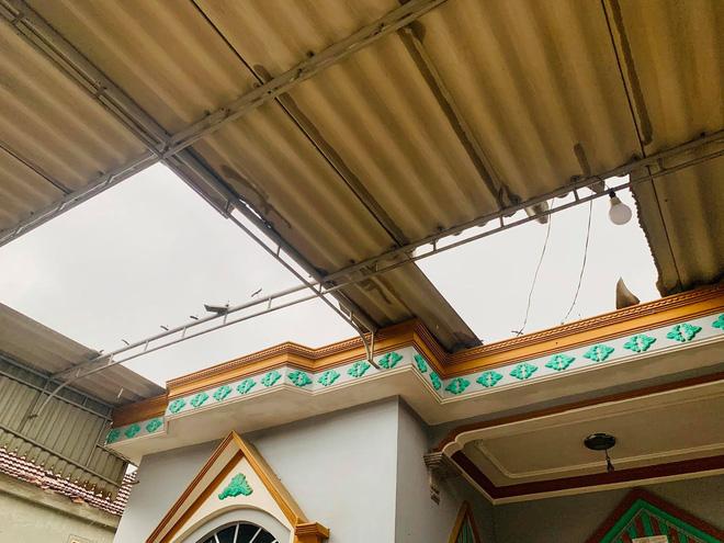 Hàng chục ngôi nhà ở Hà Tĩnh bị tốc mái sau trận lốc xoáy 3