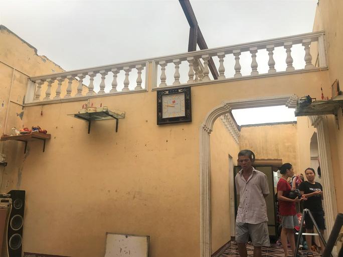 Căn nhà ông Trần Bi ở thị trấn Thuận An, tỉnh Thừa Thiên - Huế bị tốc mái hoàn toàn