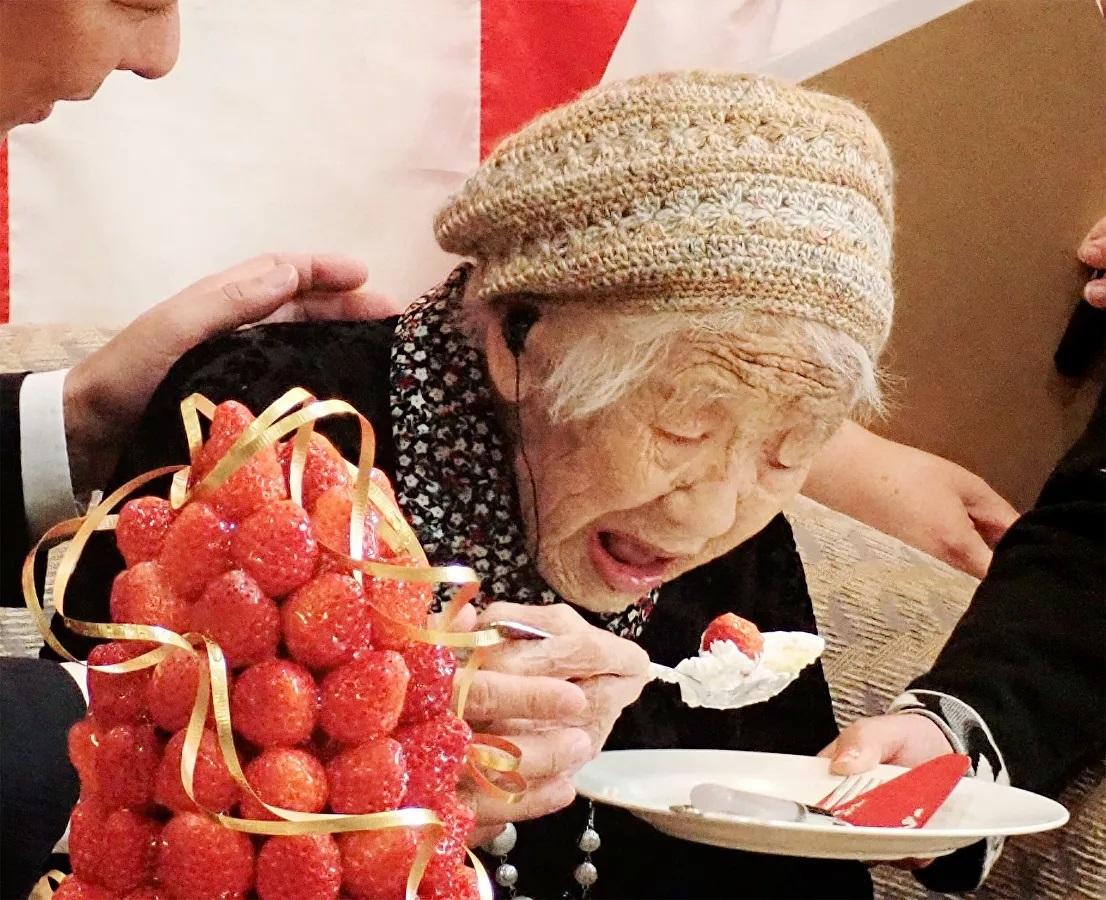 Cụ bà Kane Tanaka là người cao tuổi nhất thế giới được ghi nhận trong sách kỷ lục Guinness. (Ảnh: NHK)