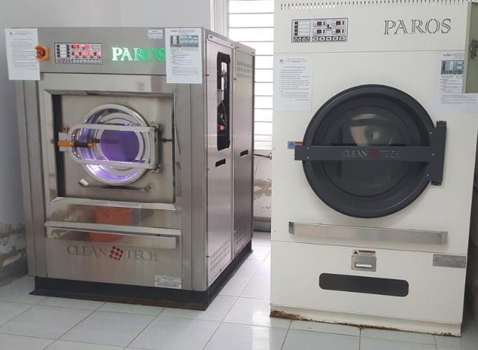 4 bộ máy giặt, máy sấy giá hơn 2 tỉ được 'thổi giá' lên 12 tỉ khi nhập vào các bệnh viện - Ảnh: H. Anh