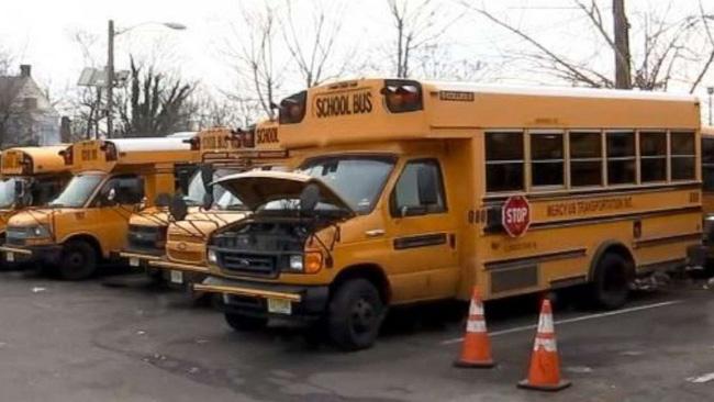 Tài xế xe buýt dừng xe giữa tuyến đường và lái xe đến một thành phố khác. (Ảnh minh họa)