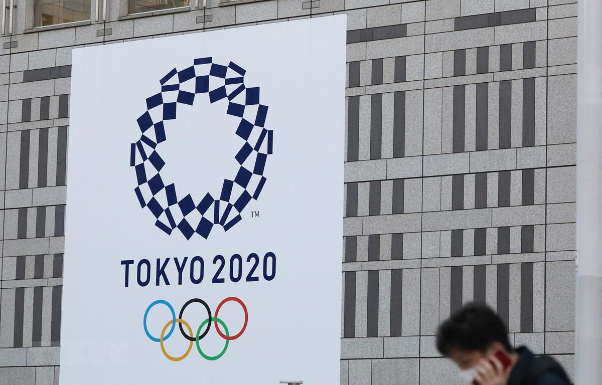 Biểu tượng Olympic Tokyo 2020 tại Tokyo, Nhật Bản. (Ảnh: THX/TTXVN)