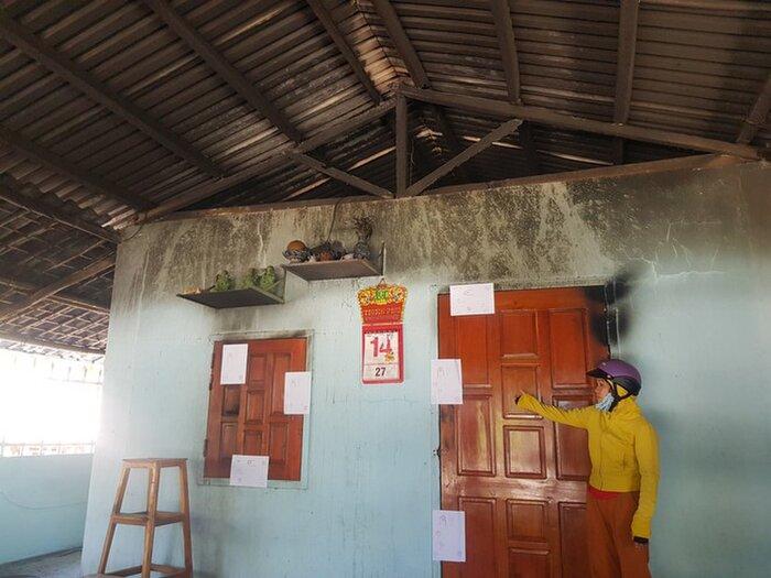 Căn nhà bốc cháy lúc rạng sáng khiến 4 người trong gia đình bị bỏng nặng. Ảnh: Minh Nguyệt/Thanh Niên