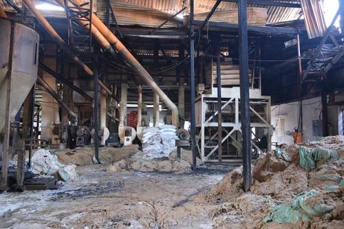Một khu đầu của nhà máy bị cháy rụi. Ảnh: Dân Trí