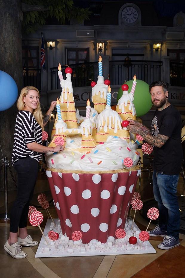 Eddi Lebeau và Richard Amon, cặp đôi đứng đằng sau các tác phẩm nghệ thuật của Tattooed Bakers ( Nguồn:Mrandmrsunique)