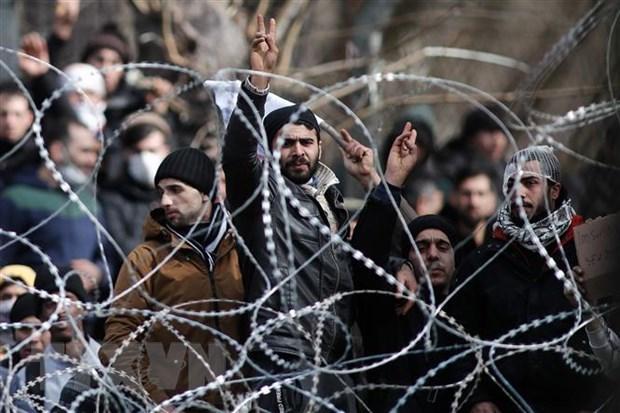 Người di cư và tị nạn tại khu vực biên giới giữa Hy Lạp và Thổ Nhĩ Kỳ. (Ảnh: THX/TTXVN)