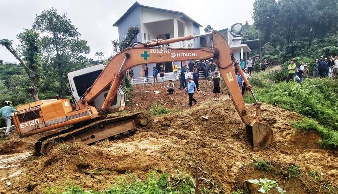 Lực lượng chức năng tiếp tục nỗ lực tìm kiếm phòng còn sót nạn nhân