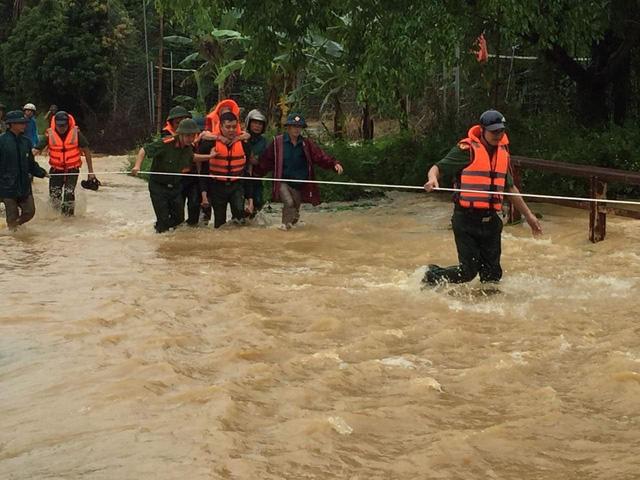 Mưa lớn ở Phú Thọ khiến 7 người thương vong, nhiều tuyến giao thông bị chia cắt 4