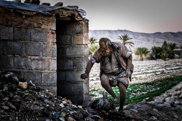 Nhiều người thương cảm số phận nên đã xây tạm cho ông 1 túp lều tránh nắng mưa.
