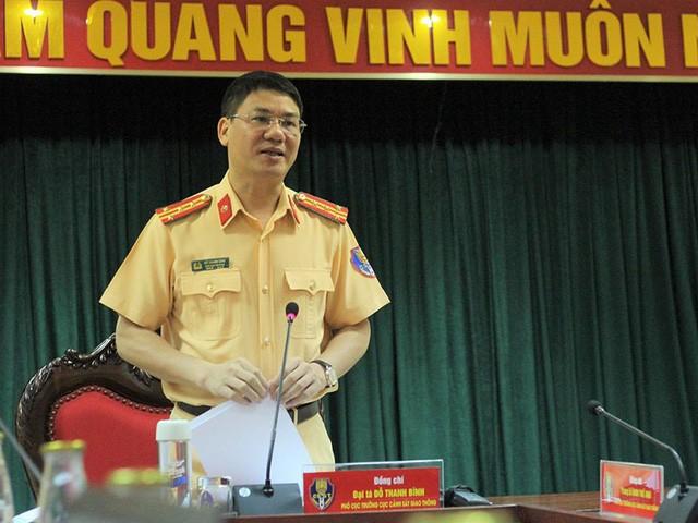 Đại tá Đỗ Thanh Bình, Cục phó Cục CSGT thông tin tại buổi họp báo.