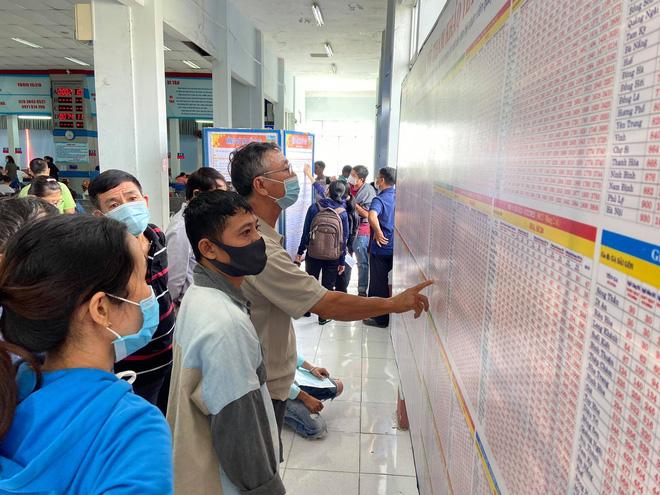 Ngày đầu bán vé Tết Tân Sửu 2021: Ga Sài Gòn vắng khách vì hàng chục nghìn người đã mua vé qua mạng 5