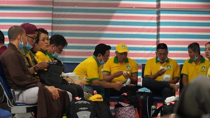 Nhóm từ thiện tại TP HCM đang thực hiện chuyến bay ra tỉnh Thừa Thiên - Huế
