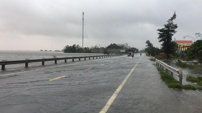 Nhiều điểm giao thông trên Quốc lộ 1 bị ngập