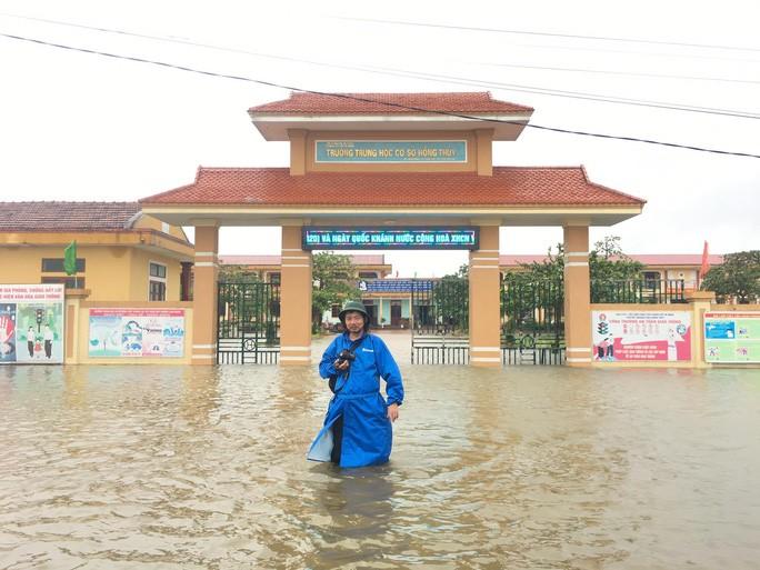 Trường THCS xã Hồng Thủy, huyện Lệ Thủy bị nước tràn vào trường