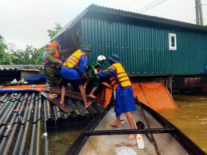 Lũ lịch sử ở Quảng Bình: Hơn 34.000 nhà dân ngập lụt, dân cuống cuồng chạy lũ trong đêm 1