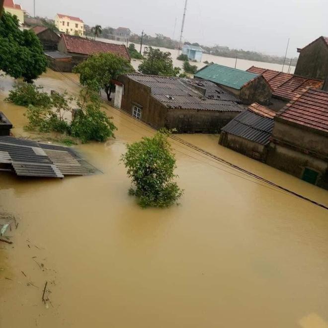 Quảng Bình: Nước lũ dâng cao, nhấn chìm nhà cửa, người dân kêu cứu giữa biển nước mênh mông 2
