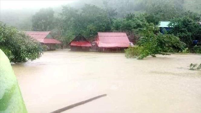 Hơn 57.000 ngôi nhà của các hộ dân trên địa bàn tỉnh Quảng Bình bị ngập sâu vì lũ lớn kỷ lục.