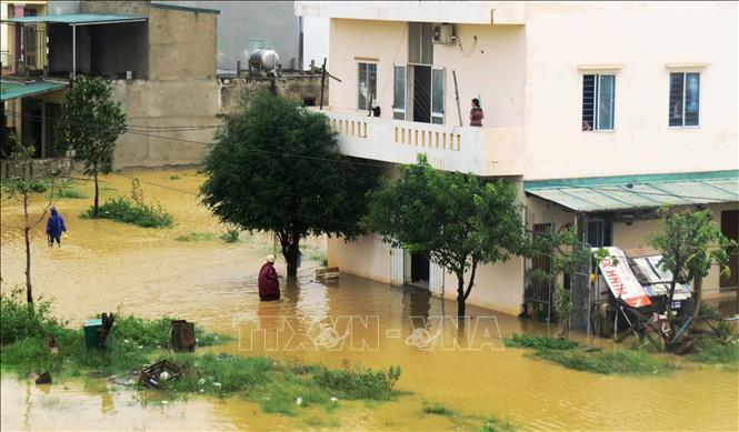 Khu dân cư phía Đông Cầu Ngắn, phường Phú Hải, thành phố Đồng Hới giữa mênh mông biển nước.